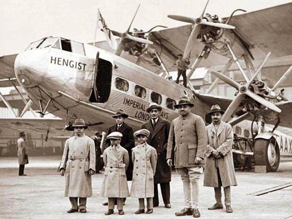 जोधपुर फ्लाइंग क्लब की स्थापना करने वाले महाराजा उम्मेद सिंह अपने बच्चों के साथ। इनमें से उनके बड़े बेटेहनवंत सिंह का विमान हादसेमें निधन हो गया था। - Dainik Bhaskar
