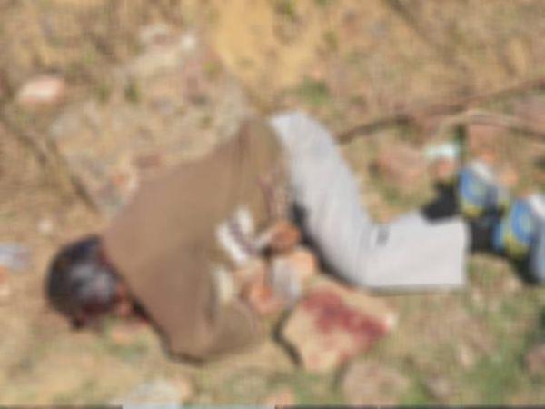 इस तरह औधे मुंह पड़ी थी घटनास्थल पर लाश, बगल में ही पड़ा था खून से सना पत्थर