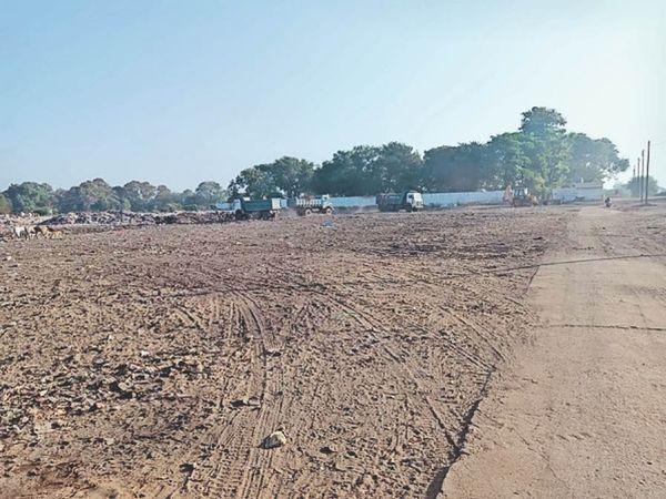 पिपरिया। कचरा मैदान को साफ कर बनाया मैदान। - Dainik Bhaskar