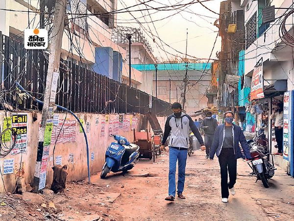पथ निर्माण विभाग के अधिकारियों के मुताबिक 4 किलोमीटर नई सड़क का निर्माण कार्य पूरा होने के बाद 13 किलोमीटर लंबी सड़क रूकनपुरा से बोरिंग कैनाल रोड के बीच होगी। - Dainik Bhaskar