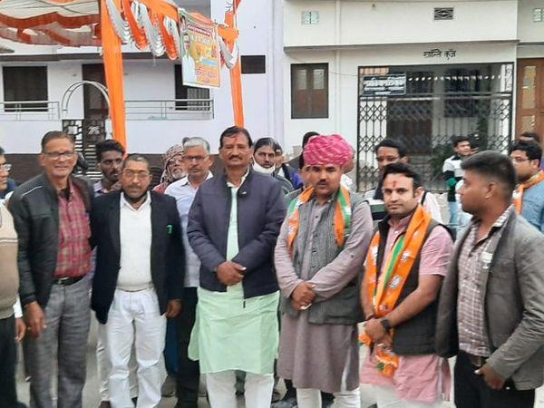 परबतसर। चुनावी दौरे पर पहुंचे भाजपा युवा मोर्चा प्रभारी सुनी विश्नोई ने कई चुनाव कार्यालयों का उद्घाटन किया और चुनावी सभाएं कीं। - Dainik Bhaskar