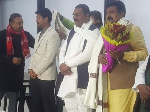 बसपा के एकमात्र मुस्लिम विधायक जमा खान जदयू में शामिल हुए।