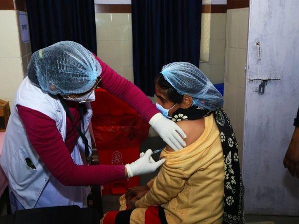 राजधानी जयपुर में आज कोरोना कुल 1858 लोगों को वैक्सीन लगाई गई। - Dainik Bhaskar