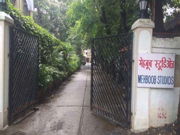 मुंबई के बांद्रा में स्थित महबूब स्टूडियो। - Dainik Bhaskar