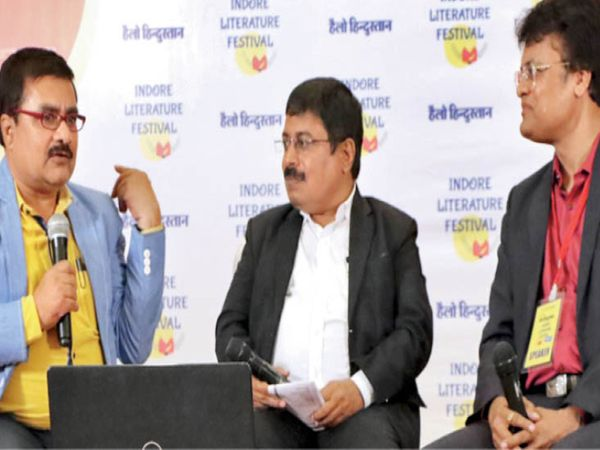 दैनिक भास्कर के नेशनल एडिटर नवनीत गुर्जर, लिट फेस्ट के मुख्य आयोजक प्रवीण शर्मा और लेखक विजय मनोहर तिवारी। - Dainik Bhaskar