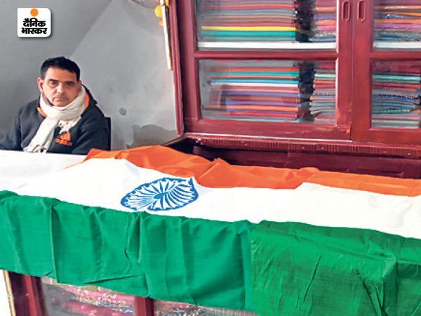 झारखंड, बंगाल समेत अन्य कई जगहों पर जाता है भागलपुर में तैयार सिल्क का झंडा। - Dainik Bhaskar
