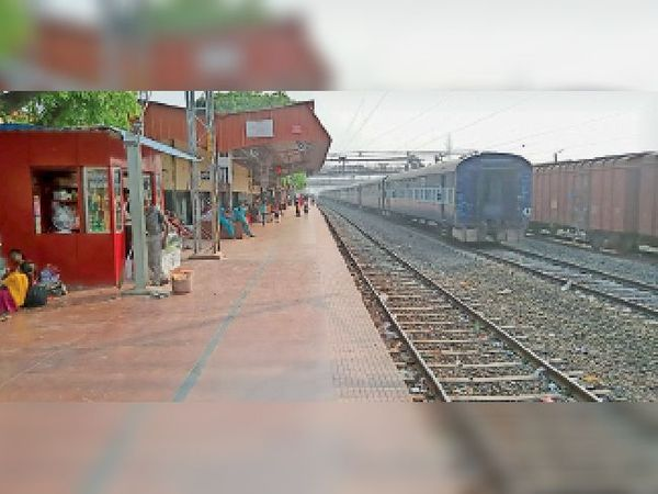 गोपालगंज रेलवे स्टेशन। - Dainik Bhaskar