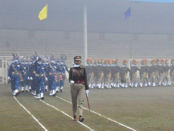 गुरू गोबिंद सिंह स्टेडियम में गणतंत्र दिवस की फाइनल रिहर्सल के दिन परेड करती पुलिस टीम। फाइल फोटो - Dainik Bhaskar