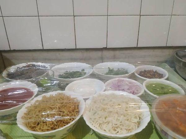 सराफ ने स्पेशल मेन्यू तैयार किया। जिसमें नॉर्थ इंडियन वेज- नॉन वेज, साउथ इंडियन, गाली स्टाइल फिश और कीमा राजमा जैसे फूड शामिल किए।