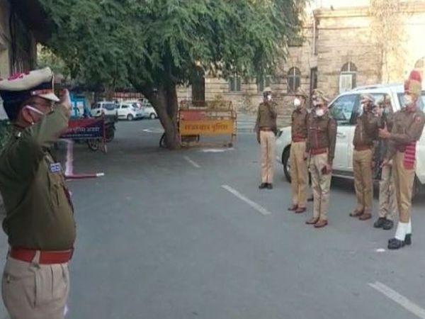पुलिस अधीक्षक कार्यालय में जिला पुलिस अधीक्षक जगदीशचन्द्र शर्मा ने किया ध्वजारोहण व मौजूद अन्य
