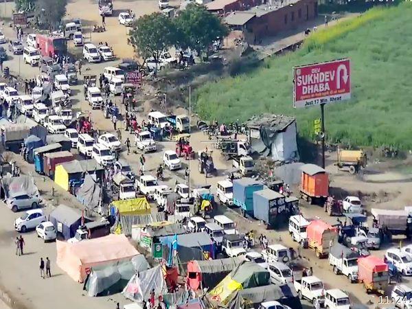 ट्रैक्टर, जीप, एसयूवी सब: किसानों ने दिल्ली कूच को ट्रैक्टर परेड का नाम दिया था। लेकिन इसमें ट्रैक्टर से ज्यादा जीप और एसयूवी नजर आई।