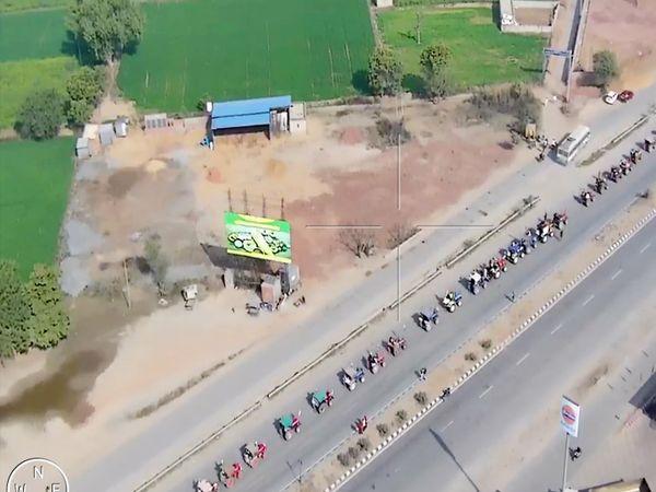 आंदोलन भी अनुशासन भी: यह फोटो दिल्ली-जयुपर हाईवे पर ड्रोन से ली गई है। इसमें किसान आंदोलन का अनुशासन साफ नजर आया।