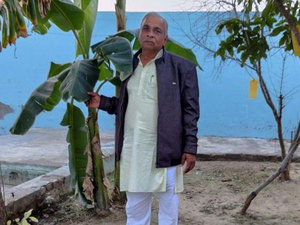 हरियाणा के हिसार जिले के रहने वाले सुरेश गोयल पिछले सात साल से फल और सब्जियों की खेती कर रहे हैं। - Dainik Bhaskar