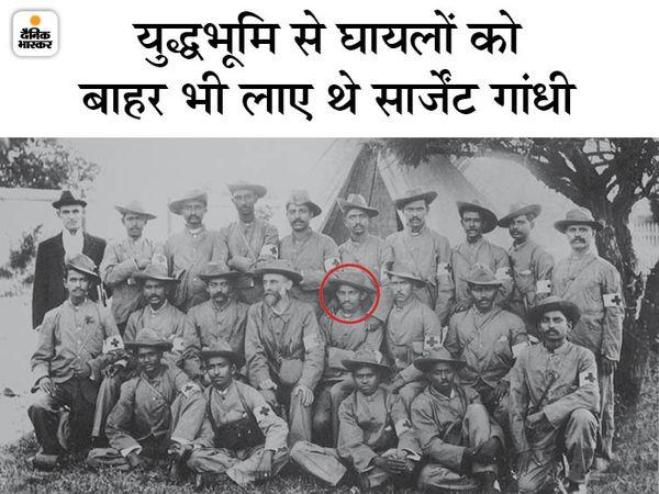 इंडियन एंबुलेंस कोर के सदस्यों के साथ महात्मा गांधी।