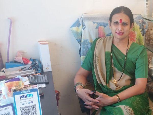 राजवी ने पिछले साल अक्टूबर में नमकीन की शॉप खोली थी। अब हर दिन वो 1500 रुपए का बिजनेस कर रही हैं।