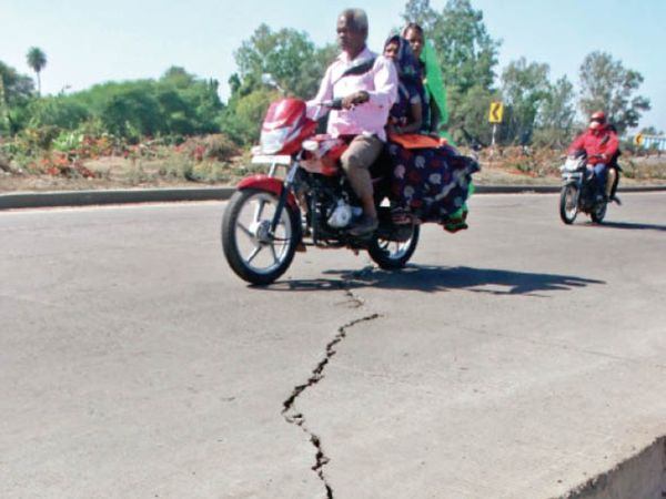 खतरनाक हो सकते हैं क्रैक्स, बारिश में और होगी परेशानी - Dainik Bhaskar