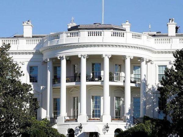 संक्रमण राेकने खास सावधानी बरती जा रही है। पूर्व राष्ट्रपति डोनाल्ड ट्रम्प प्रशासन में व्हाइट हाउस में तीन बार काेराेना का संक्रमण फैला। - Dainik Bhaskar