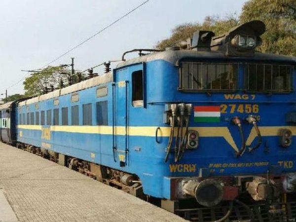 फरवरी के पहले सप्ताह में हबीबगंज से पुणे और संत्रागाछी के लिए विशेष ट्रेन चलने लगेंगी।- प्रतीकात्मक फोटो - Dainik Bhaskar