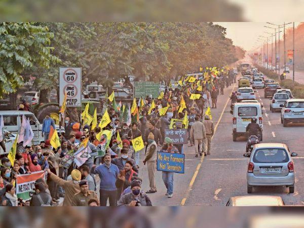 किसानों के समर्थन में जुटे लोग... - Dainik Bhaskar
