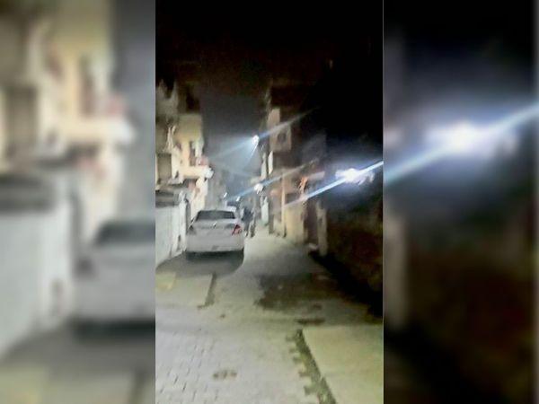 पानीपत. वार्ड-26 के बाबरपुर में स्थानीय लाेगाें द्वारा लगवाई गई स्ट्रीट लाइट। - Dainik Bhaskar