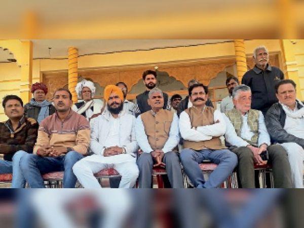 बूंदी. आंदोलन को लेकर आगामी रणनीति की घोषणा करते किसान नेता - Dainik Bhaskar