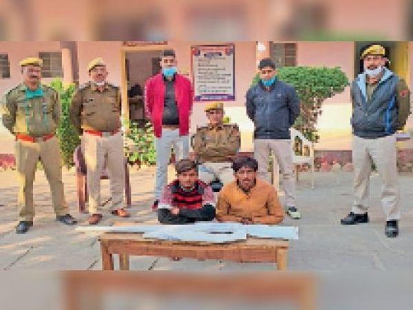 बारां. अवैध हथियारों के साथ गिरफ्तार किए गए दोनों आरोपी। - Dainik Bhaskar