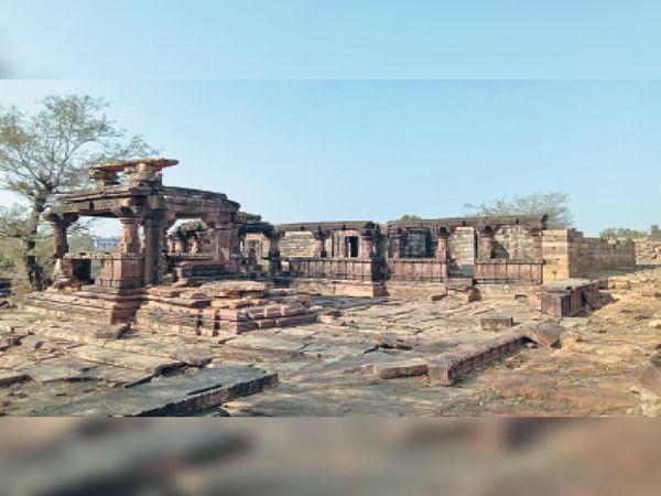 प्राचीन नगरी के भग्नावशेष, 10 किमी में बिखरे हैं - Dainik Bhaskar