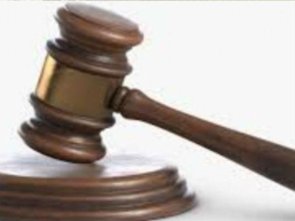 अदालत ने पंचायत सचिव को चार साल के लिए जेल भेजा। - Dainik Bhaskar