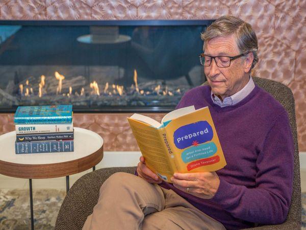 बिल गेट्स कह चुके हैं कि वे सोने से पहले कुछ न कुछ जरूर पढ़ते हैं। - Dainik Bhaskar