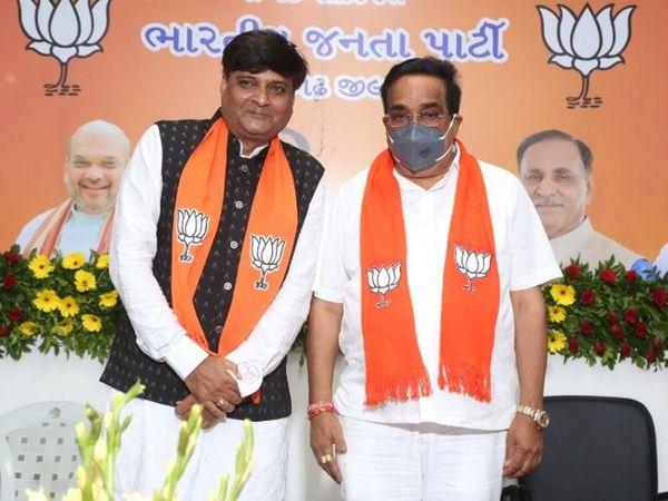 प्रदेश अध्यक्ष सीआर पाटिल के साथ कडवा पाटीदार समाज के नेता नितिन फालदू (बायीं ओर)। - Dainik Bhaskar