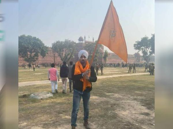 26 जनवरी की घटना को लेकर दिल्ली पुलिस सिद्धू के खिलाफ अरेस्ट वॉरंट और लुकआउट नोटिस जारी कर चुकी है।