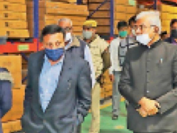 इलेक्शन कमिशन इंडिया के कमिश्नर ने हैंडीक्राफ्ट फैक्ट्री का निरीक्षण किया। - Dainik Bhaskar