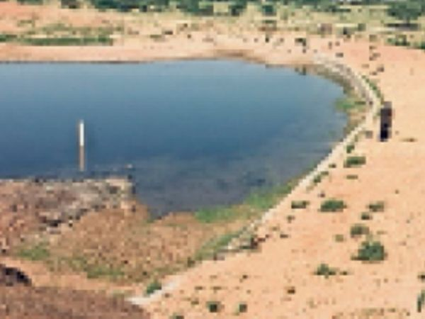 तालाब का इंटेक व फाउंडेशन ने कायाकल्प कर ग्रामीणों को सौंप दिया। - Dainik Bhaskar