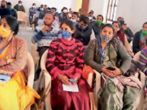 ब्लॉक निष्पादन समिति की बैठक में मौजूद विभिन्न जानकारियां दी। - Dainik Bhaskar