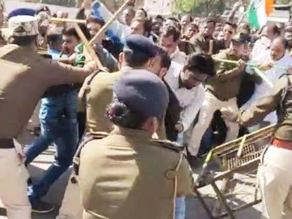 कांग्रेसी कार्यकर्ताओं को पुलिस ने रोका तो वे उग्र हो गए और बेरिकेडिंग तोड़ने का प्रयास किया।