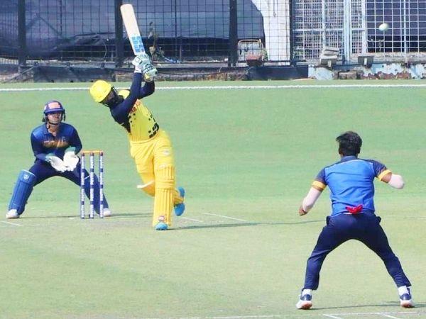 सैयद मुश्ताक अली टी-20 टूर्नामेंट के एक मैच में खेलते तमिलनाडु के कप्तान दिनेश कार्तिक। उनकी टीम 31 जनवरी को फाइनल में बड़ौदा से भिड़ेगी। - Dainik Bhaskar