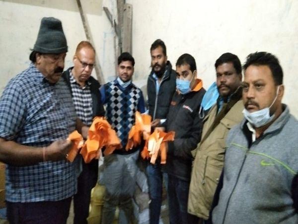 स्वास्थ्य विभाग और निगम अधिकारीयों ने जब्त की पॉलिथीन। - Dainik Bhaskar