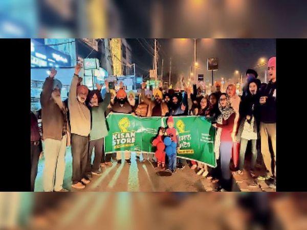 किसानों के लिए राशन लेकर दिल्ली रवाना होता जत्था। - Dainik Bhaskar