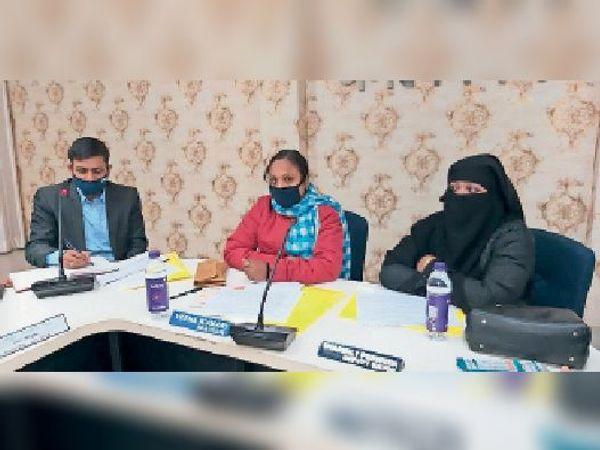 निगम में बोर्ड की बैठक में शामिल महापौर, उपमहापौर, नगर आयुक्त व अन्य सदस्य। - Dainik Bhaskar