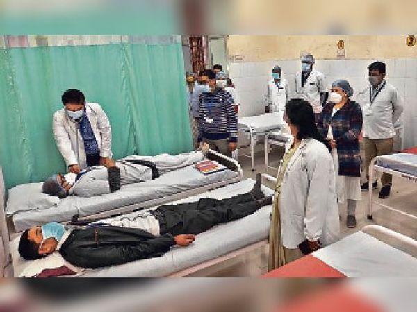 त्तरप्रदेश, हरियाणा, मध्यप्रदेश सहित अन्य कई राज्यों से अधिक वैक्सीनेशन राजस्थान में हुआ है। - Dainik Bhaskar