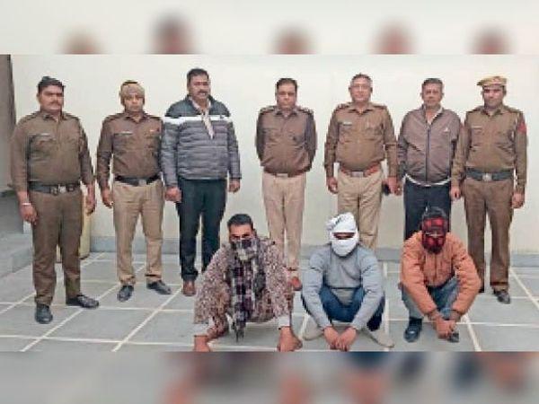 हत्या के मामले में पुलिस गिरफ्त में आरोपी। - Dainik Bhaskar
