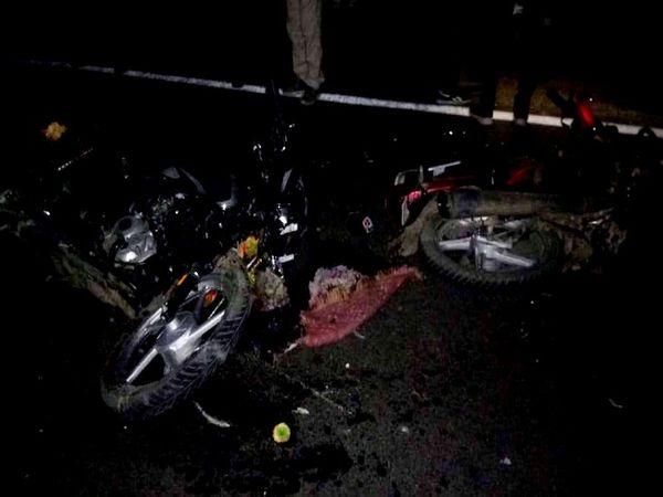 यूपी के ललितपुर जिले में शनिवार देर रात एक हादसे में एक दंपती की मौत हो गई जबकि दो अन्य गंभीर रूप से घायल हो गए। - Dainik Bhaskar