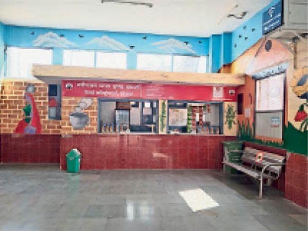 हिसार रेलवे स्टेशन पर खुली कैंटीन। - Dainik Bhaskar
