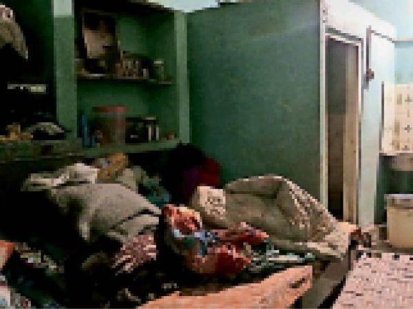 कमला नगर स्थित वह कमरा व पलंग जहां से अमरिक सिंह मरा मिला। - Dainik Bhaskar