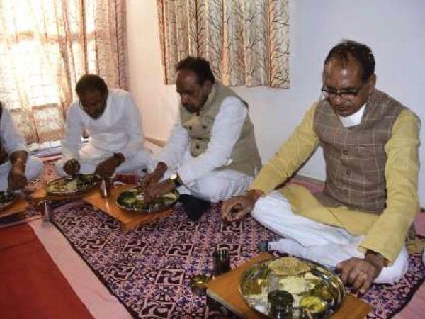 गोपालगंज स्थित संजय वाल्मीकि के परिवार में खाना खाने के लिए पहुंचे मुख्यमंत्री। - Dainik Bhaskar