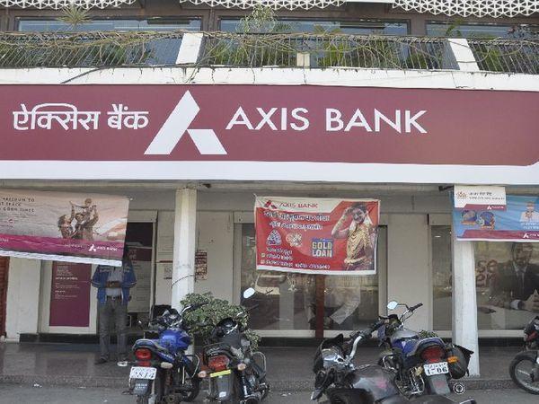 शनिवार सुबह बैंक शाखा खोल दी गई। - Dainik Bhaskar