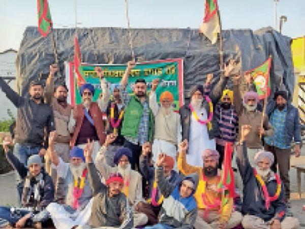 पटियाला के बहादुरगढ़ में विरोध करते किसान। - Dainik Bhaskar