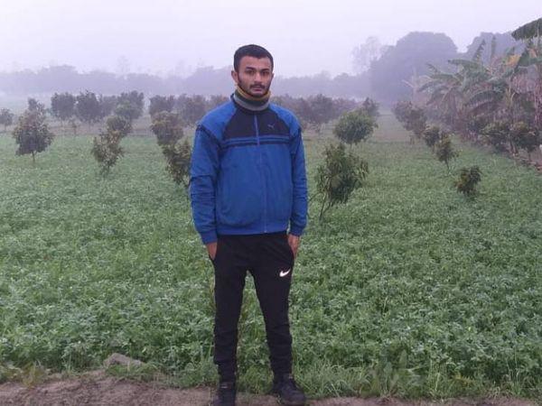 21 साल के अभय ने दिल्ली यूनिवर्सिटी से बीकॉम किया है। अब पिता के साथ मिलकर खेती कर रहे हैं।