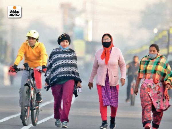 इंदौर के बीआरटीएस में रोज सुबह इस तरह लोग सैर पर निकलते हैं।