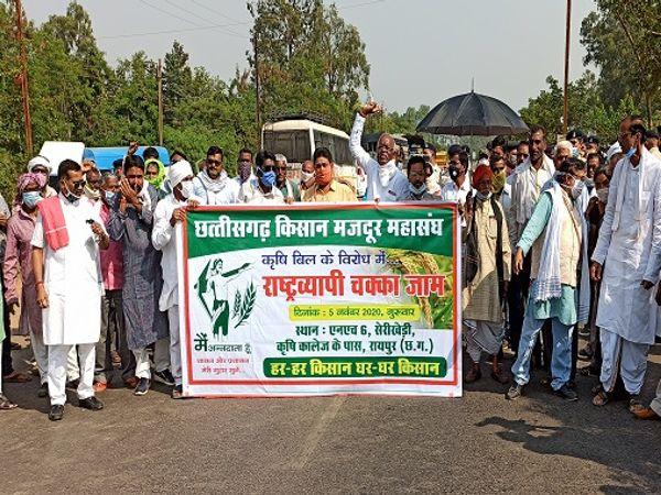 छत्तीसगढ़ के किसान इस आंदोलन के लिए पहले भी चक्काजाम कर चुके हैंं। ट्रैक्टर परेड और क्रमिक अनशन भी हो चुका है। - Dainik Bhaskar
